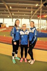 Alisa, Yara und Larissa in der Hamburger Leichtathletikhalle