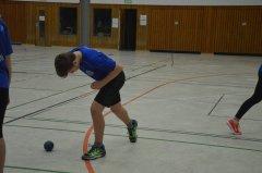 Auch-beim-Nikolaussportfest-gibt-es-Wettkampfvorbereitung-fuer-das-Kugelstossen.JPG